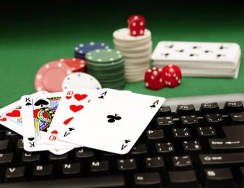spel kort, chips, tagentbord, tärningar